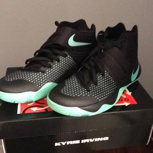 Kyrie 2 10.5  really good condition